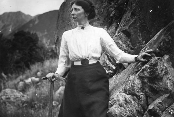 Freda Du Faur ca 1895.  George Mannering photograph Canterbury Museum
